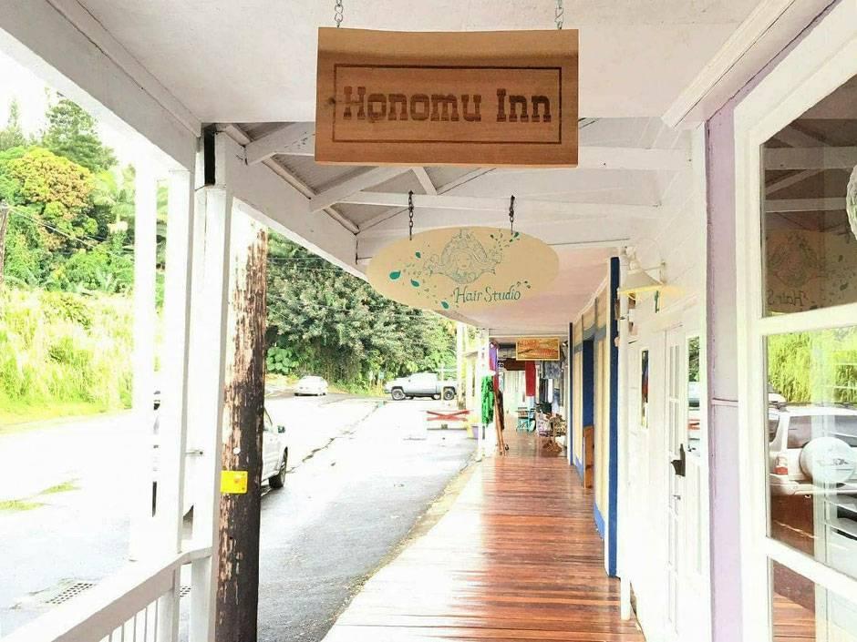Honomu inn(ホノム イン)玄関前
